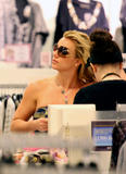 Britney Spears Th_04230_November_23_-_Britney_shopping_at_Queens_Plaza_in_Brisbane7_Australia6_122_1191lo