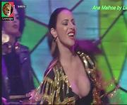 Ana Malhoa sensual a cantar no 5 para a meia noite