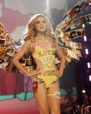 th_07379_fashiongallery_VSShow08_Show-146_122_26lo.jpg