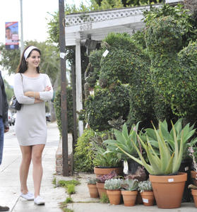 http://img192.imagevenue.com/loc340/th_158611866_LanaDelRey_OAHollywood_October11_2012_3_122_340lo.jpg
