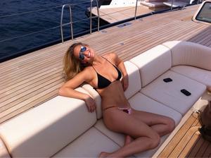 **Adds** Bar Refaeli @ Twitter Pics [19 May 2011] (1x) [bikini]