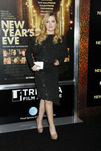 http://img192.imagevenue.com/loc491/th_339445147_CFF_Abigail_Breslin_at_Tribeca_Film_Institute_benefit_screening_of_New_Years_Eve_122_491lo.jpg