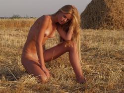 http://img192.imagevenue.com/loc580/th_883872508_MetArt_SWEDISH_GODDESS_ANDREA_C__SHARON_E_by_VORONIN_medium_0033_123_580lo.jpg