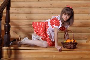 http://img192.imagevenue.com/loc585/th_105485512_tduid300163_Silver_Sandrinya_maid_1_115_122_585lo.JPG