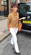 Фрэнки Сандфорд, фото 328. Frankie Sandford Leaving Springs Studios in London 27-7-2011, foto 328