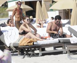 http://img192.imagevenue.com/loc96/th_312370688_Mischa_Barton_Bikini_Candids_on_the_Beach_in_Miami_December_27_2011_177_122_96lo.jpg